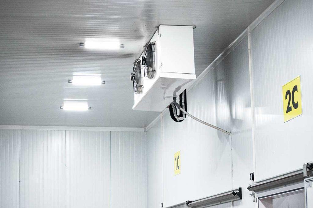 Evaporadores para cámaras frigoríficas, luminarias interiores para cámaras frías